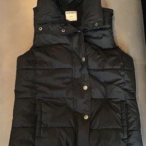 Old Navy Puffer Vest. Sm. VGUC. Black
